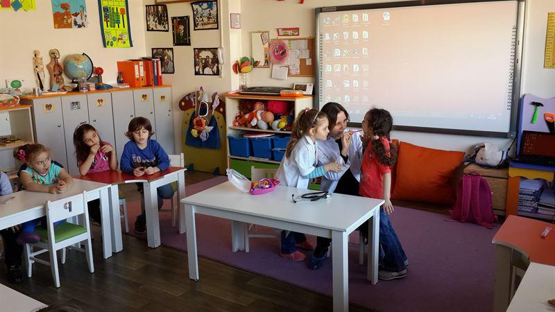 Anaokulunun orta grubundaki ana toplantıda ana konular